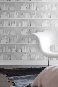Woonblog white bookshelf wallpaper 01