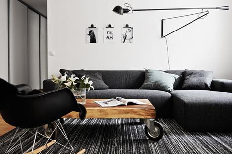 Binnenkijken in een minimalistisch zwart wit appartement u woon