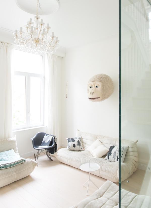 01 hay-scandinavisch-interieur-kussen-bijzettafel