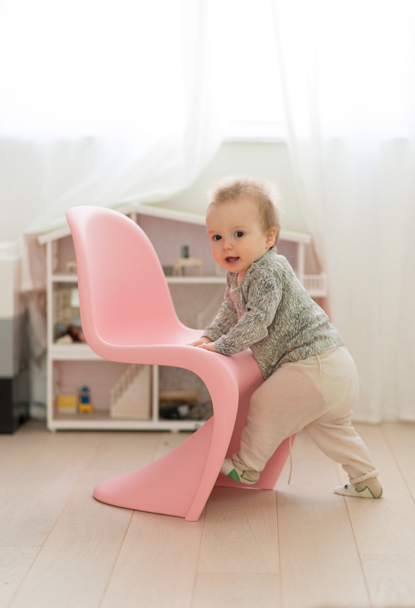 Verner-panton-kids-chair-pink-05