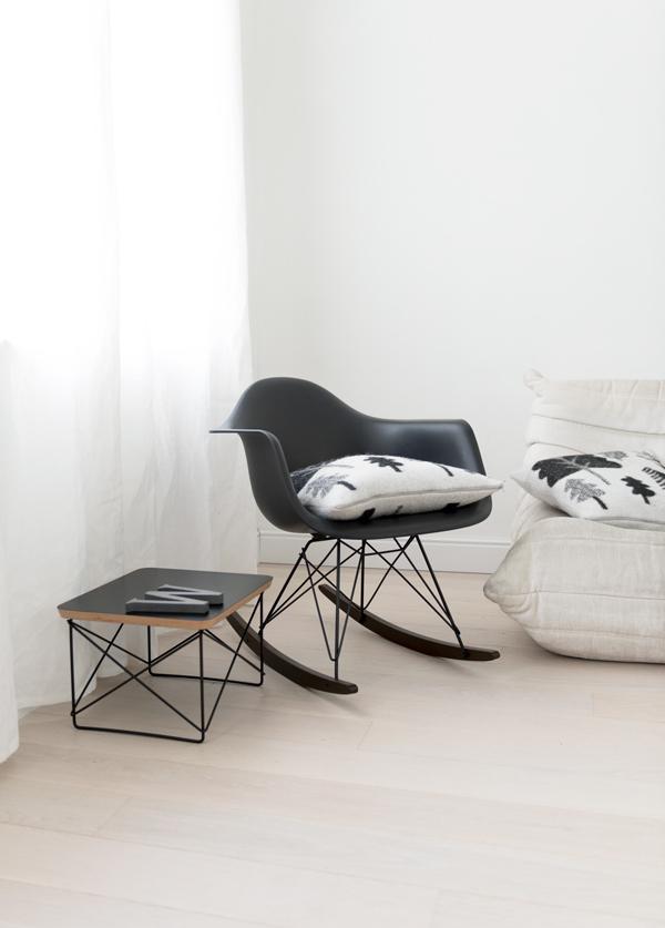 Vitra Rar Schommelstoel.De Black Collection Van Charles Ray Eames En Vitra Woonblog