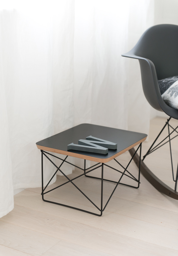 Eames-black-rocker-vitra-eames-black-collection-01